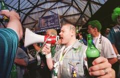 Bei der Abfahrt am St.Galler Hauptbahnhof ist die Stimmung bei den Espen-Fans noch bestens. (Ralph Ribi)