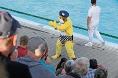 Auch ein Maskottchen darf nicht fehlen. Im Kreuzlinger Hörnli feuert «Leo» die Zuschauer an – mit selbstgenähten Team-Badehosen.