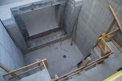 In diese enge Kammer muss die Turbine eingepasst werden. Oben im Bild der Einlass fürs Wasser, unten der Auslass.