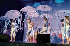 Die Quallen tanzen zum aktuellen Hit La Cintura von Alvaro Soler.