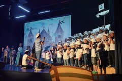 In der Sonderwoche nach Pfingsten bastelten die Schülerinnen und Schüler Bühnenbild sowie Dekoration und übten intensiv das Musical.