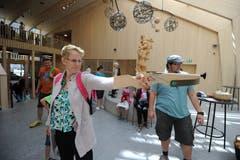 Beim Eröffnungsevent konnten die Gäste zur Armbrust greifen... (Bild: Urs Hanhart (Schattdorf, 31. Mai 2018))