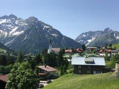 Hirschegg im Kleinwalsertal, das nur über das bayrische Oberstdorf erreichbar ist.
