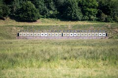 Zielscheiben und Kugelfang im Breitfeld. (Bild: Benjamin Manser)