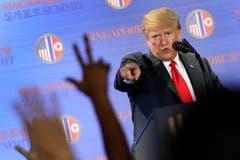 US-Präsident Donald Trump gibt nach der Unterzeichnung des Abkommens eine Medienkonferenz. (Bild: AP Photo/Wong Maye-E)