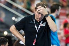 Der Schweizer Cheftrainer Michael Suter während des Spiels. (Bild: Keystone/Alexandra Wey)