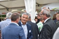 Heinz Grob, Gemeinderat von Lütisburg, unterhält sich angeregt.