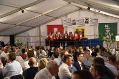Das Jodelchörli Lütisburg untermalt den Abend musikalisch.