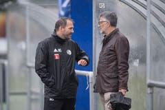 Michael Silberbauer bespricht sich mit Investor Marco Sieber. (Bild: Pius Amrein (Luzern, 13. Juni 2018))
