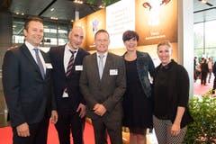 Von links: Jannis Flachsmann, Peter Aschwanden, Andrea Bühler und Martina Stalder von der GHM Partners AG mit Markus Lehmann von Credit Suisse (Mitte). (Bild: Eveline Beerkircher)