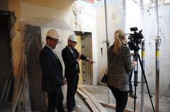 Bei der Führung durch die Baustelle im Regierungsgebäude: links Christoph Gander, Vorsteher Hochbauamt und Stefan Zollinger, Vorsteher Amt für Kultur.