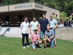 Das Projektteam beim Erinnerungsfoto vor dem neuen Vereinshaus. (Bilder: Hanspeter Thurnherr)