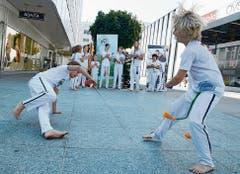 Vorführung des afro-brasilianischen Capoeira-Kampftanzes am Kinderfest «Buchs 4 Kids». (Bilder: Hansruedi Rohrer)
