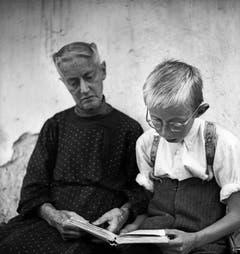 Elisabeth von Zuben-Barmettler und Joseph von Zuben, Unterbächli, Buochs NW, 1940er Jahre. (Bild: Leonard von Matt / © © Madeleine Kaiser-von Matt und Limmat Verlag))