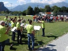 Der Musikverein Azmoos umrahmte die Feierlichkeiten vor vielen FC-Mitgliedern und Gästen mit seinen Klängen.