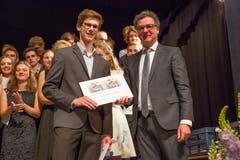 Niklaus Reinhard (rechts), Präsident der Schindler Kulturstiftung mit Nicholas von Holzen. (Bild: André A. Niederberger, 16. Juni 2018)