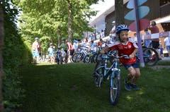 """Impressionen vom Triathlon für Kinder - dem """"Kids Cup by Nicola Spirig"""" im Seefeld-Park in Sarnen. (Bild: Matthias Stadler, 16. Juni 2018)"""