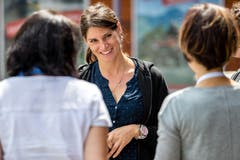 Rennfahrerin Cyndie Allemann steht den Teilnehmerinnen mit Rat und Tat zur Seite ...(Bild: Philipp Schmidli/Freelancer, (Seelisberg, 17. Juni 2018))