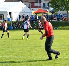 Dieser Goalie ist stets auf der Hut. (Bild: Peter Jenni)