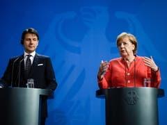 Italiens Ministerpräsident Giuseppe Conte und Bundeskanzlerin Angela Merkel sind sich einig, dass der EU-Aussengrenzenschutz und die Grenzschutzagentur Frontext verstärkt werden müssen. (Bild: KEYSTONE/EPA/CLEMENS BILAN)