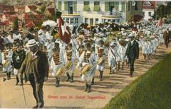 Die Tambouren vor 1914 im Anstieg auf den Rosenberg.