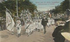 Kleine Hellebardenträger auf einer Ansichtskarte vor 1914 auf dem Burggraben.