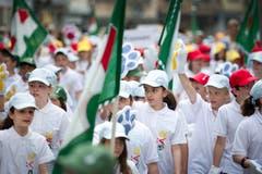 Kinderfest 2012: Schülerinnen und Schüler der Primarschule Oberzil-Krontal am Umzug. (Bild: Urs Bucher - 21. Juni 2012)