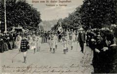 Ein interessanter Vergleich: Die Tambourengruppe an der gleichen Stelle auf einer älteren Ansichtskarte von 1909.