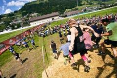 Etliche Läufer kämpfen sich über den Parcours. (Bild: PD)