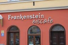 Keine Berührungsängste mit der Vergangenheit - ein Lokal in Ząbkowice Śląskie führt den Namen, den die Stadt einst trug.