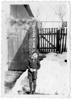 Manfred Welzel als Kind von ca. 5 Jahren. Kurze Zeit später wird er mit seinen Eltern und der kleinen Schwester Schlesien für mehr als 70 Jahren den Rücken kehren.