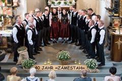 """Der Jodelklub Edelweiss von Romoos stellte seinen Vortrag unter das Motto """"Zämestah"""" (Bild: Eveline Beerkircher)"""