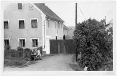 Historische Aufnahme des Welzelschen Anwesens - ungefähr Mitte der 1960er Jahre.