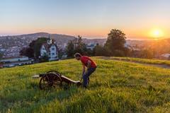 Die traditionellen Böllerschüsse bei Sonnenaufgang ab der Falkenburg sind der Startschuss fürs Kinderfest 2018.(Bild: Michel Canonica)