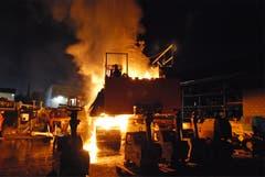 Der Brand an dem tonnenschweren Drehborgerät wurde am frühen Morgen gemeldet. (Bild: Luzerner Polizei)