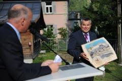 ... und eine Holzwanduhr mit dem Bild des Dammagletschers. (Bild: Urs Hanhart (Göschenen, 20. Juni 2018))