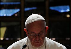 Der Papst beim ökumenischen Gebet. (Bild: KEYSTONE/REUTERS POOL/Denis Balibouse)