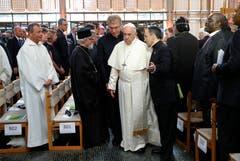 Beim Weltkirchenrat mit Vertretern anderer christlicher Konfessionen (Bild: KEYSTONE/REUTERS POOL/Denis Balibouse)