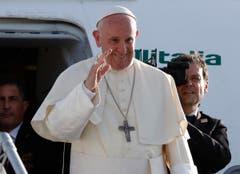 Papst Franziskus verabschiedet sich in Genf. (Bild: Denis Balibouse / Keystone)