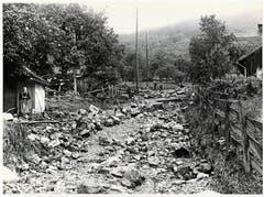 Was nach dem Wasser zurückblieb: die Zubengasse mit Blick Richtung Berg. (Bild: Staatsarchiv SG)