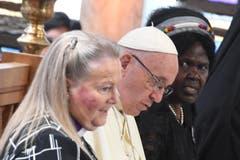 Der Papst mit Vertreterinnen des Weltkirchenrats in Genf (Bild: EPA/CIRO FUSCO)