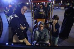 Ganze Familien besuchen die Infotage, um sich auf das Autofahren vorzubereiten. Bild: Sean Gallup/Getty (Jeddah, 21. Juni 2018)