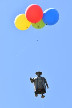 Flieg Vadian, flieg! Am St. Galler Kinderfest. (Bild: Urs Siegwart)