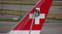 Bitte Schweizer Kreuz für die WM schön sauber machen! (Bild: Stefan Luzi)