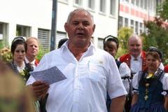 OK-Präsident Chläus Hörler beim Apéro für die Ehrengäste.