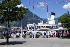 DS «Stadt Luzern» auf Sammelfahrt für die Totalrevision. (Hans Steiner, Beckenried, 23. Juni 2018))