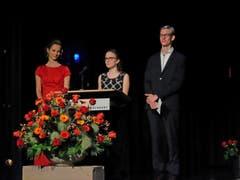 Ayla Limacher, Rahel Herzog und Joel Bucher (von links) bei der Maturarede. (Bild: PD)