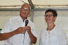 Richard Arnold, Kirchenratspräsident von Flüelen bedankte sich bei Priska Bucheli für die gute Zusammenarbeit. (Bild: Georg Epp (Sisikon, 24. Juni 2018))