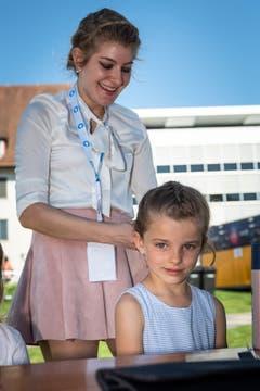 Auf der Rössliwiese konnten sich die Kinder auch frisieren lassen (Bild: Christian H. Hildebrand, 23. Juni 2018).