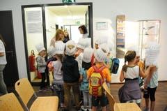 Der Kindergarten 1 e Buochs, der sich mit dem Backen von Brot befasst hat, kam stilgerecht mit Kochmützen zur Preisverleihung.